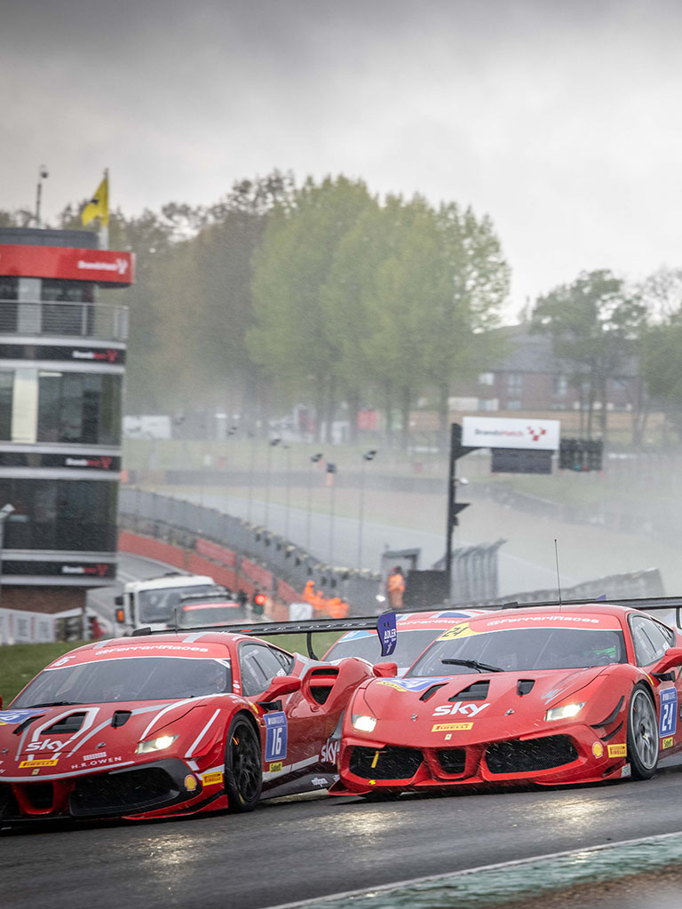 Lucky Khera (Graypaul Birmingham) claimed his first win of the season on the Brands Hatch Grand Prix circuit ahead of a combative John Dhillon (Graypaul Nottingham) and Graham de Zille (Meridien Modena), winner of the Coppa Shell. The race concluded the first weekend of the 2021 Ferrari Challenge UK.