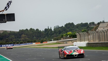 Christian Brunsborg and Sergio Paulet brought to life a delightful battle in Valencia for first place in Trofeo Pirelli Am Race 1.