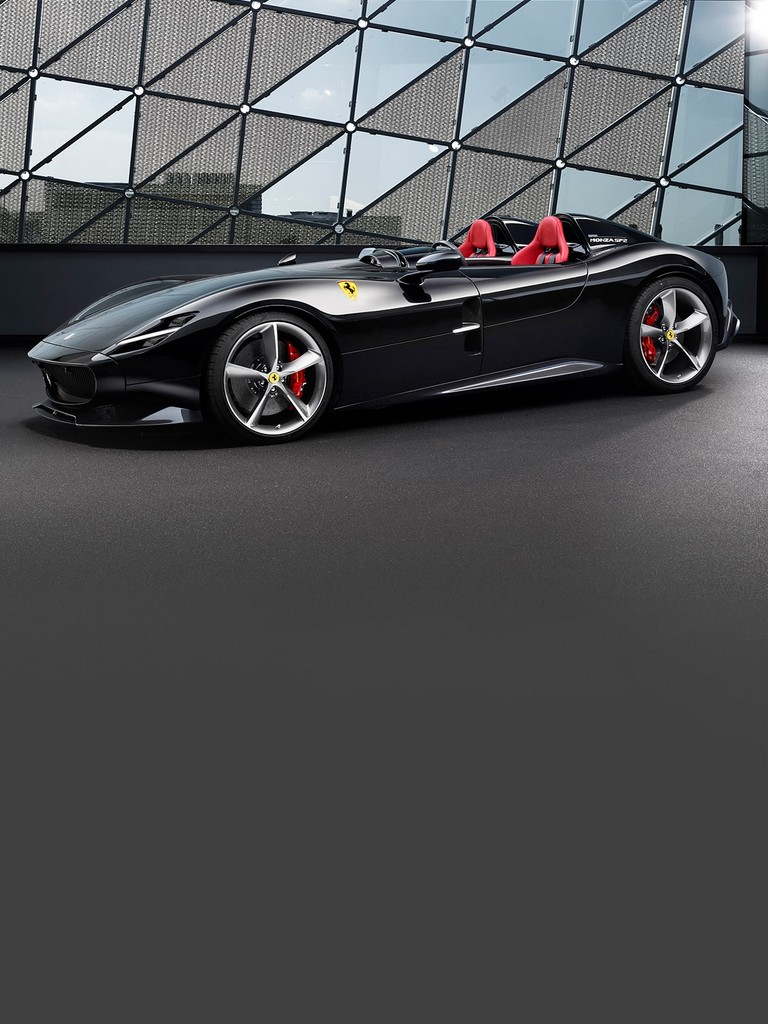 The new Ferrari Monza SP2, V12 double-seater with an exclusive design.