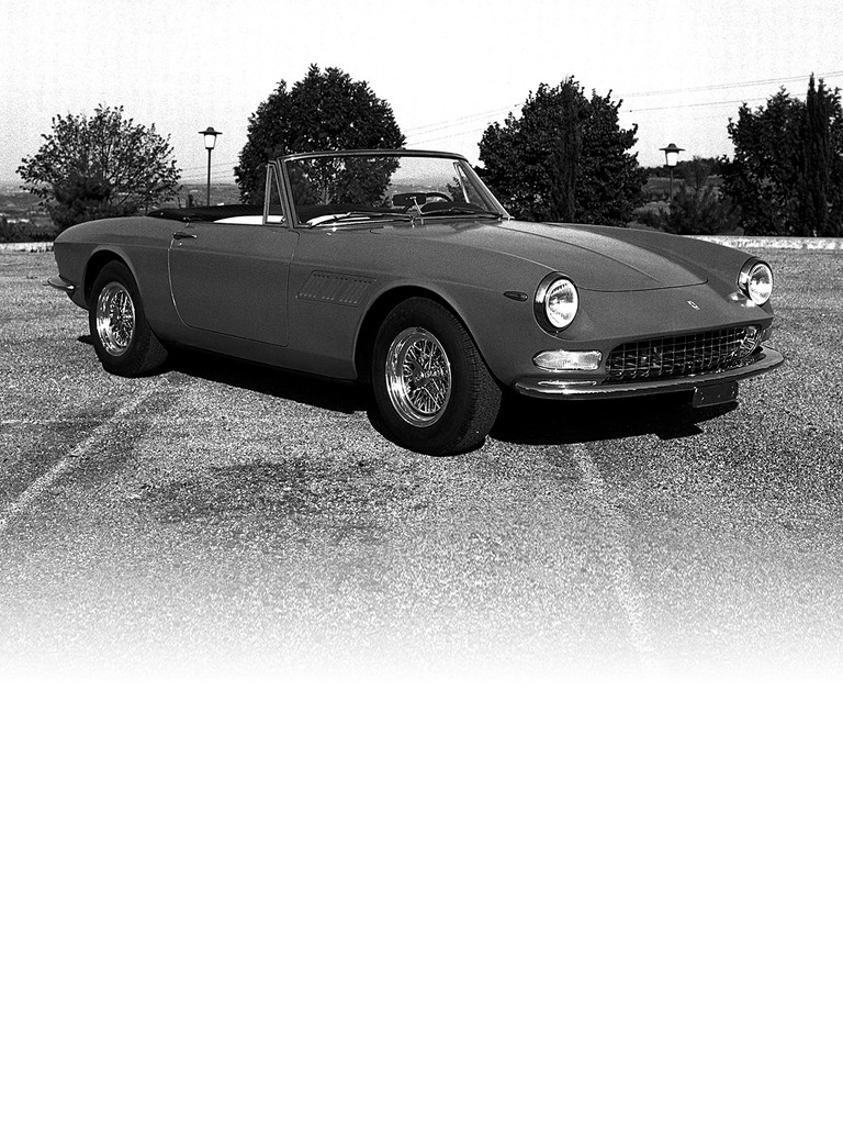 Ferrari 275 GTS: The Pininfarina-designed spider version of the 275 GTB shared the same independent rear suspension and rear-mounted gearbox.