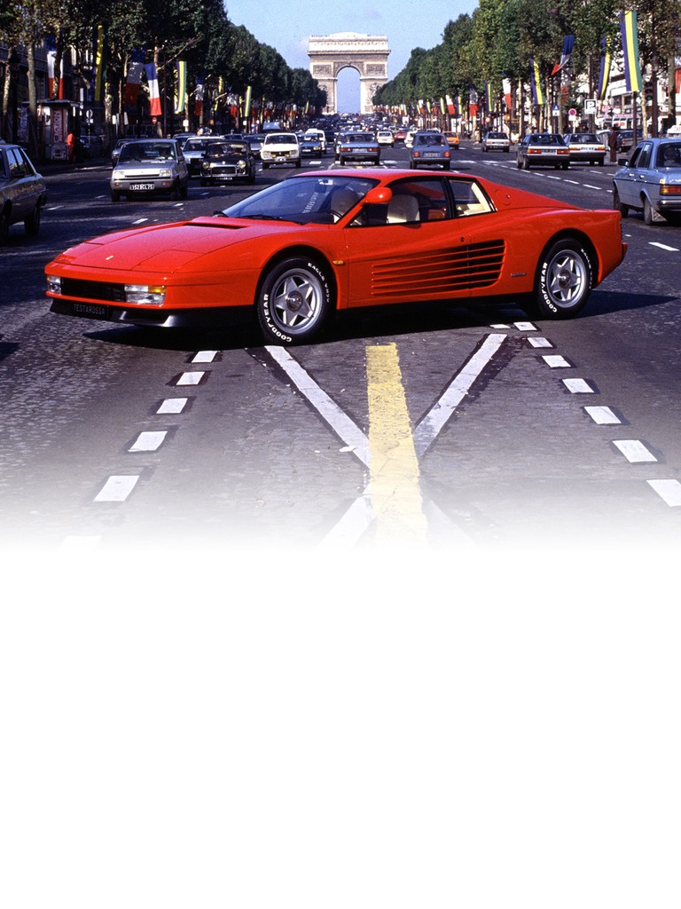 The Paris Motor Show in October 1984 saw the return of the glorious Ferrari Testarossa as heir to the 512 BBi. Pininfarina's design broke somewhat with tradition and was striking and innovative.